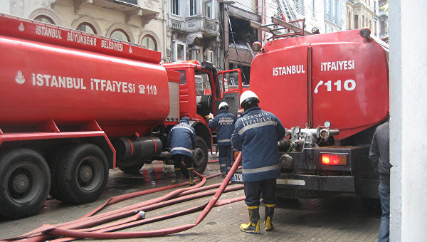 УСтамбулі палає готель, людей евакуюють