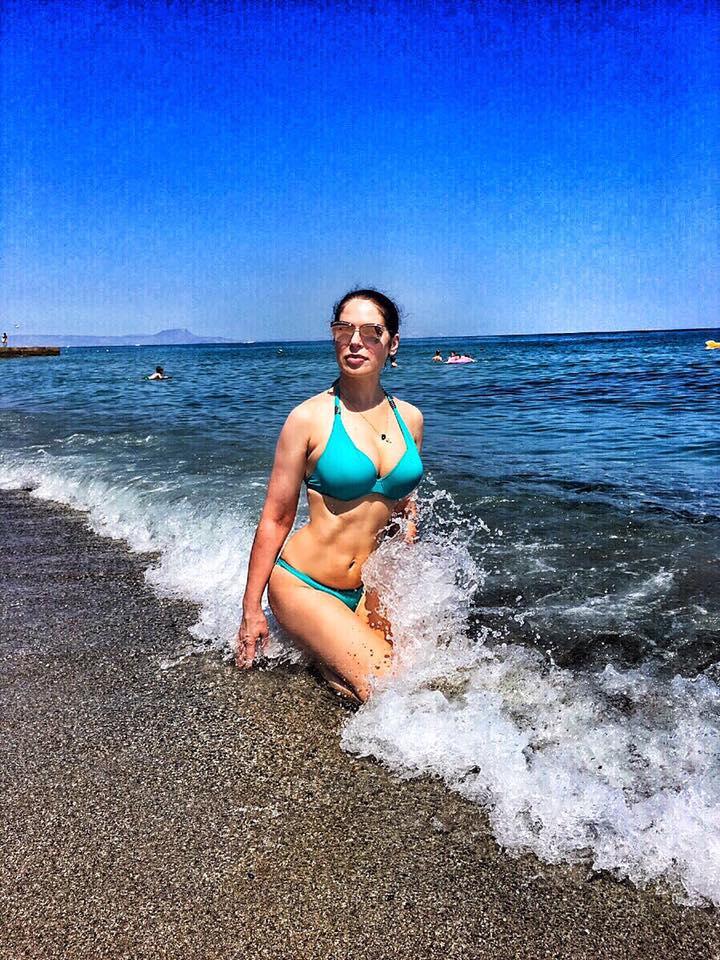 45-річна Влада Литовченко похизувалася стрункою фігурою в бікіні - фото 2