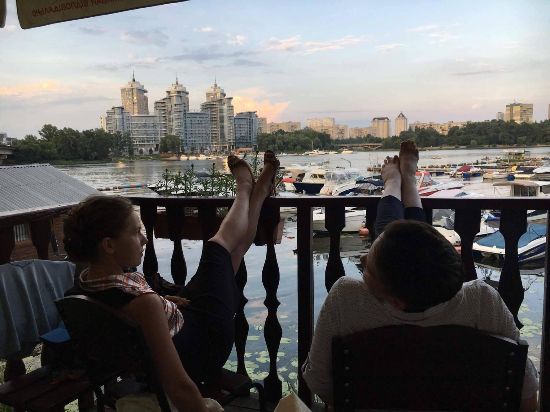 Як Савченко з сестрою релаксують на Дніпрі - фото 1