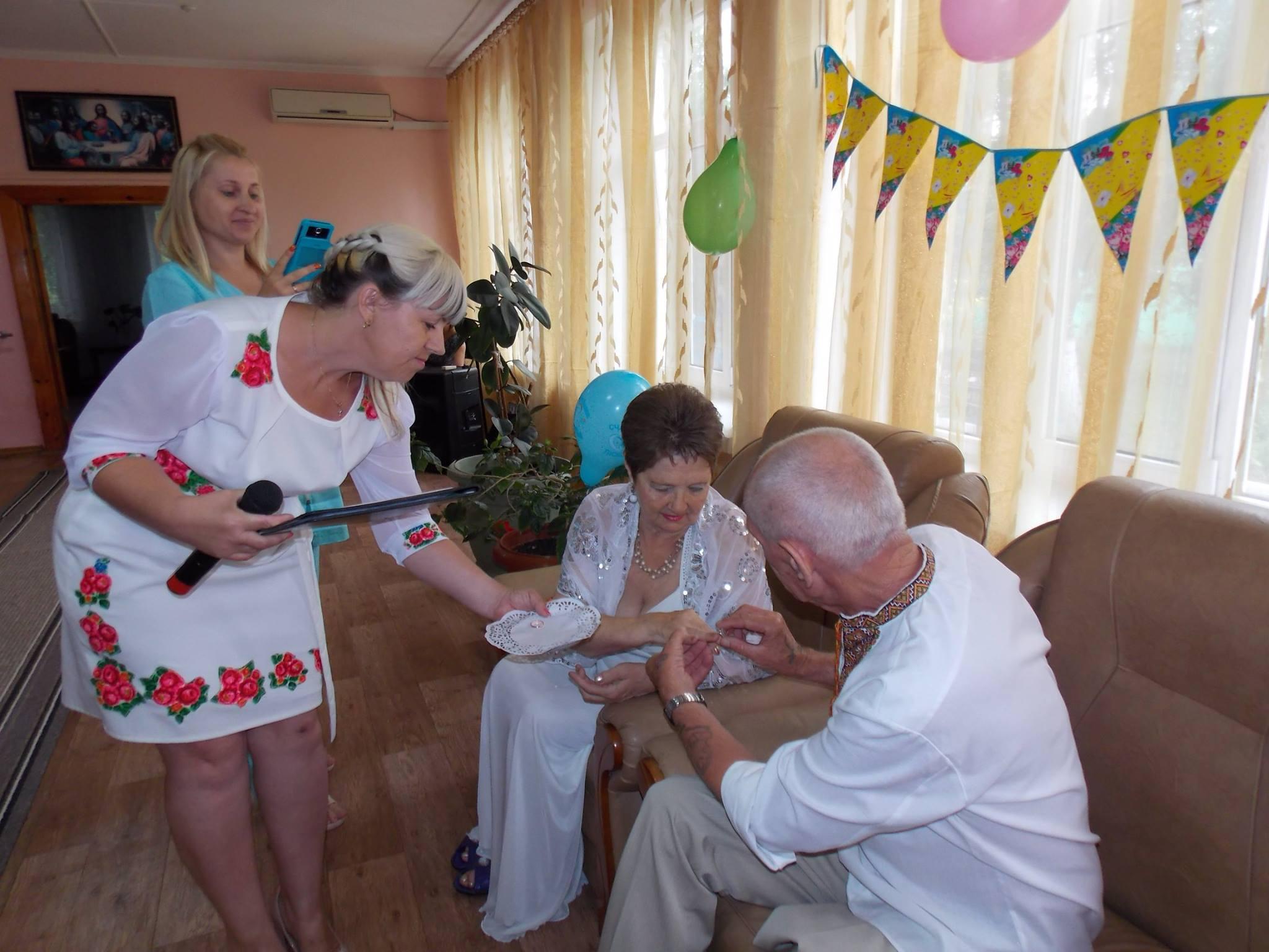 На Миколаївщині в Будинку милосердя зіграли весілля - фото 1
