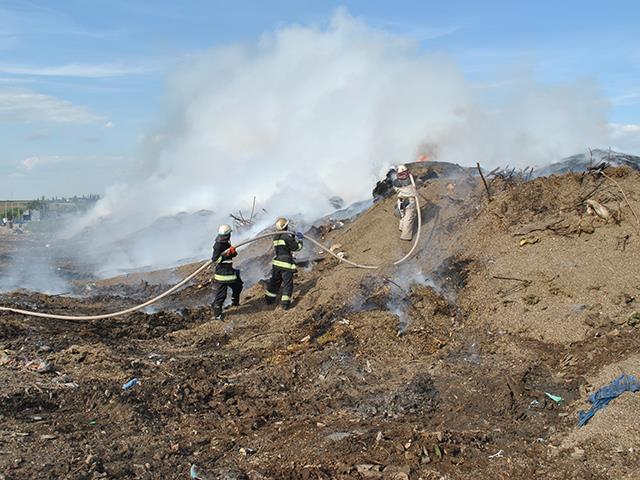 Пожежа на сміттєзвалищі у Миколаєві ледь не перекинутися на біогазову установку