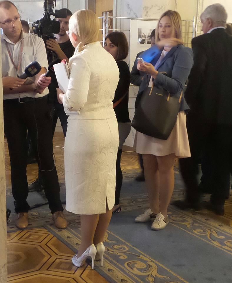 Тимошенко вбралася у Раду в звабливі черевики  - фото 1