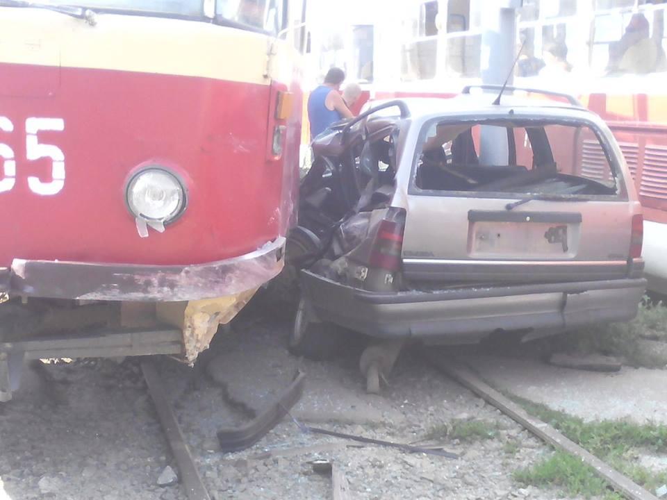 У Кернеса розповіли, чому трамвай притиснув іномарку  - фото 3