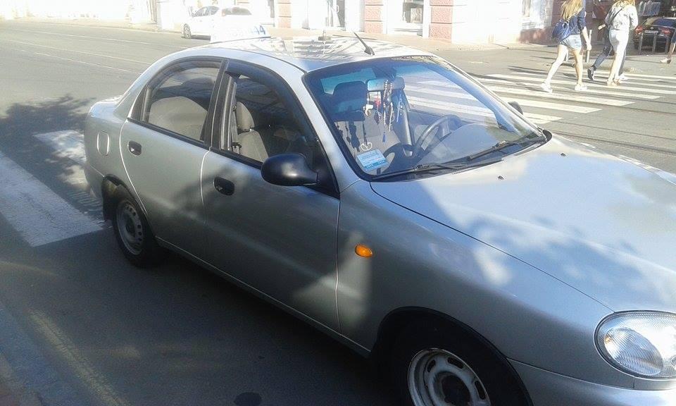 """У Вінниці """"копи"""" затримали таксиста, який їм """"тикав"""" - фото 2"""