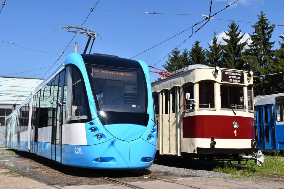 Вінницькі транспортники зробили сучасний низькополий трамвай - фото 1