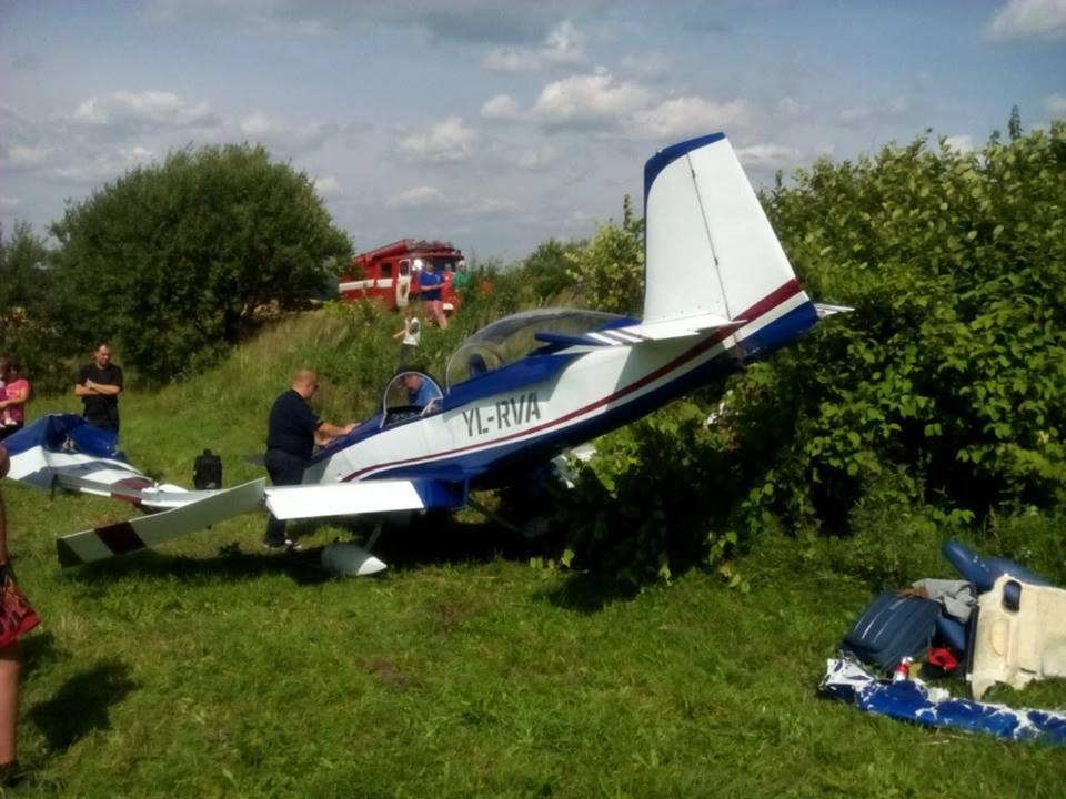 На Львівщині впав літак з іноземцями - фото 1