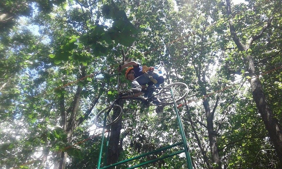 Вінничани  проїхались  на повітряному  велосипеді (ФОТО) - фото 1