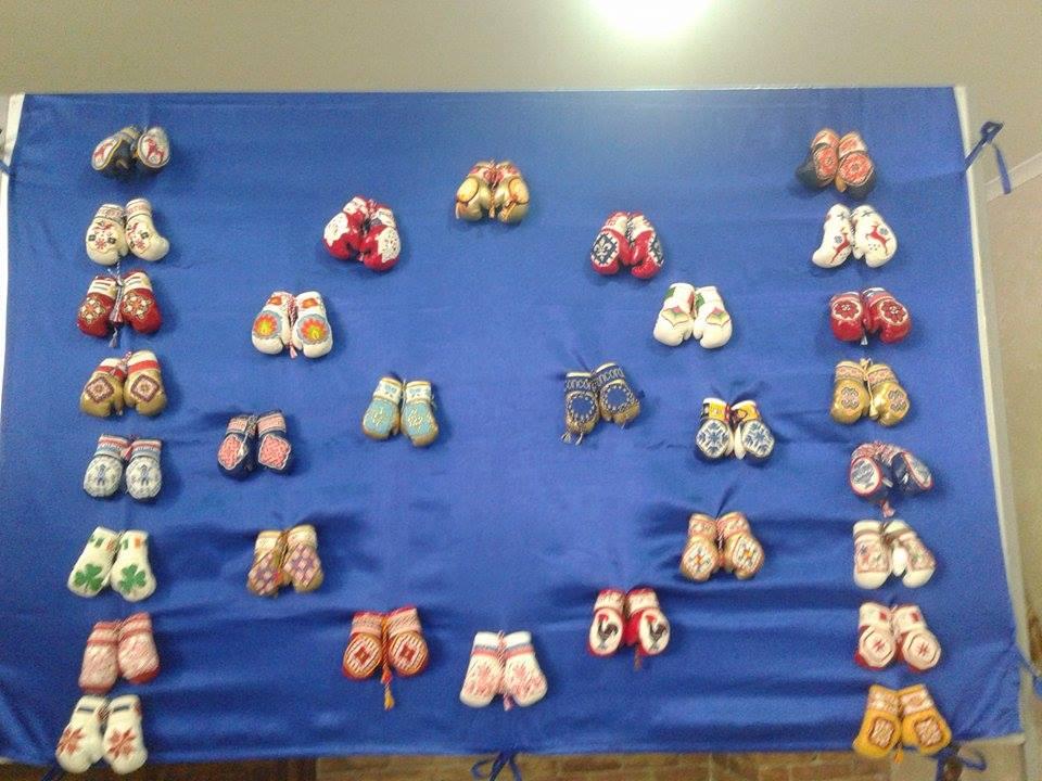 Внницький художник зібрав найбільшу колекцію вишитих боксерських міні-рукавичок - фото 3