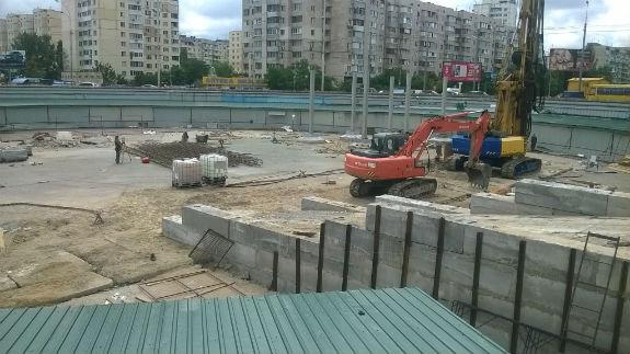 У Києві виходи з метро забудовують торговельним комплексом - фото 2