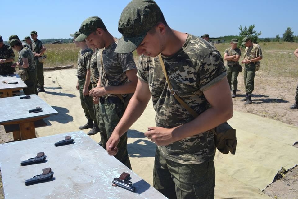 На Харківщині курсантам дали зброю та всадили у танки  - фото 5