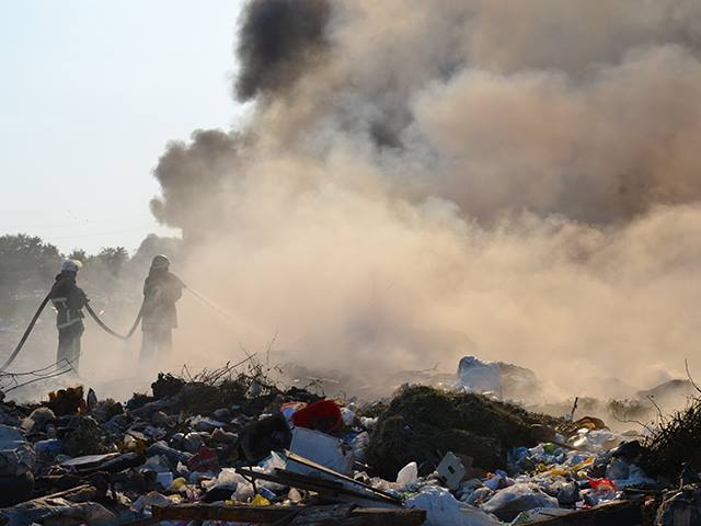 На Миколаївщині знов палало стихійне сміттєзвалище - фото 7