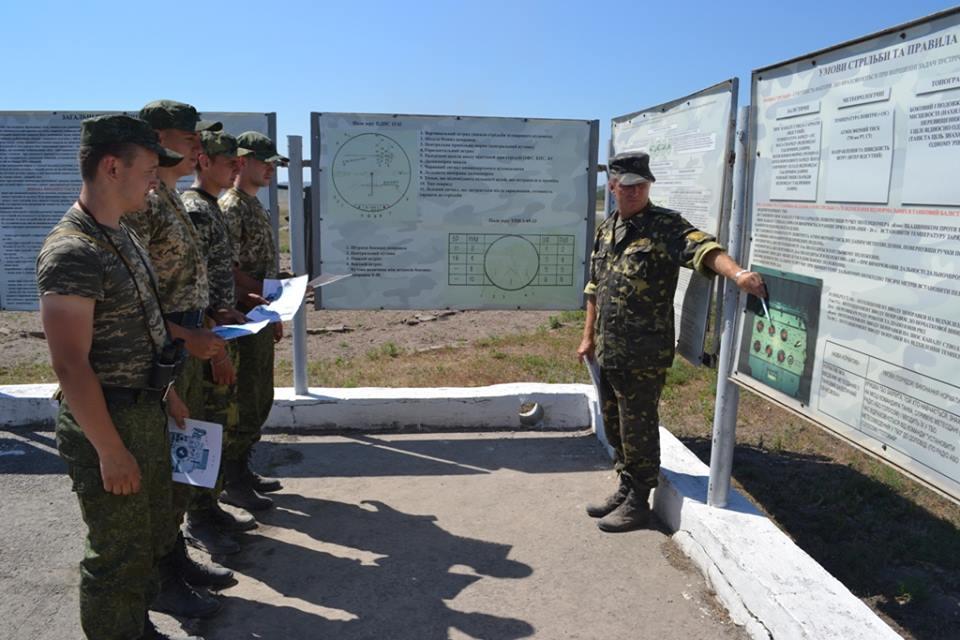 На Харківщині курсантам дали зброю та всадили у танки  - фото 4