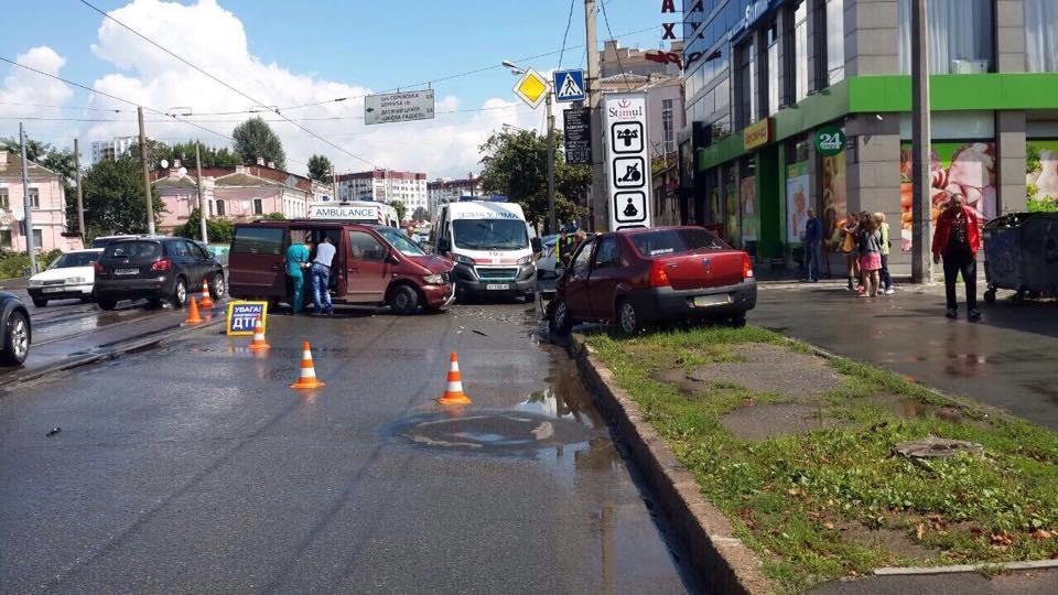 У Харкові зіткнулися авто: постраждали чотири людини  - фото 4