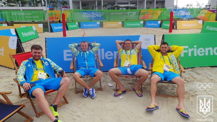 Як українські боксери розслабляються на бразильському пісочку - фото 1