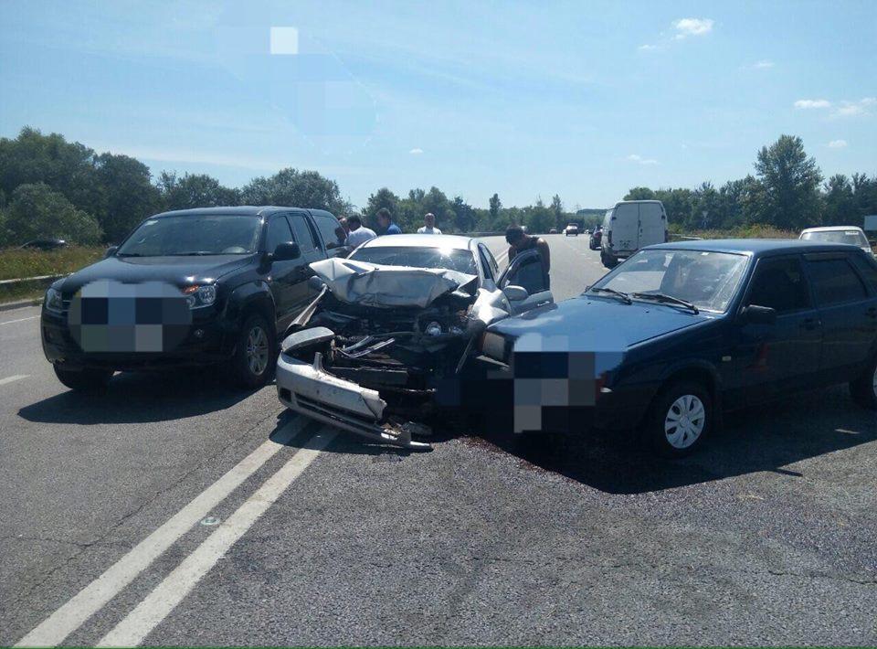 П'ять автомобілів не поділили Окружну дорогу  - фото 1