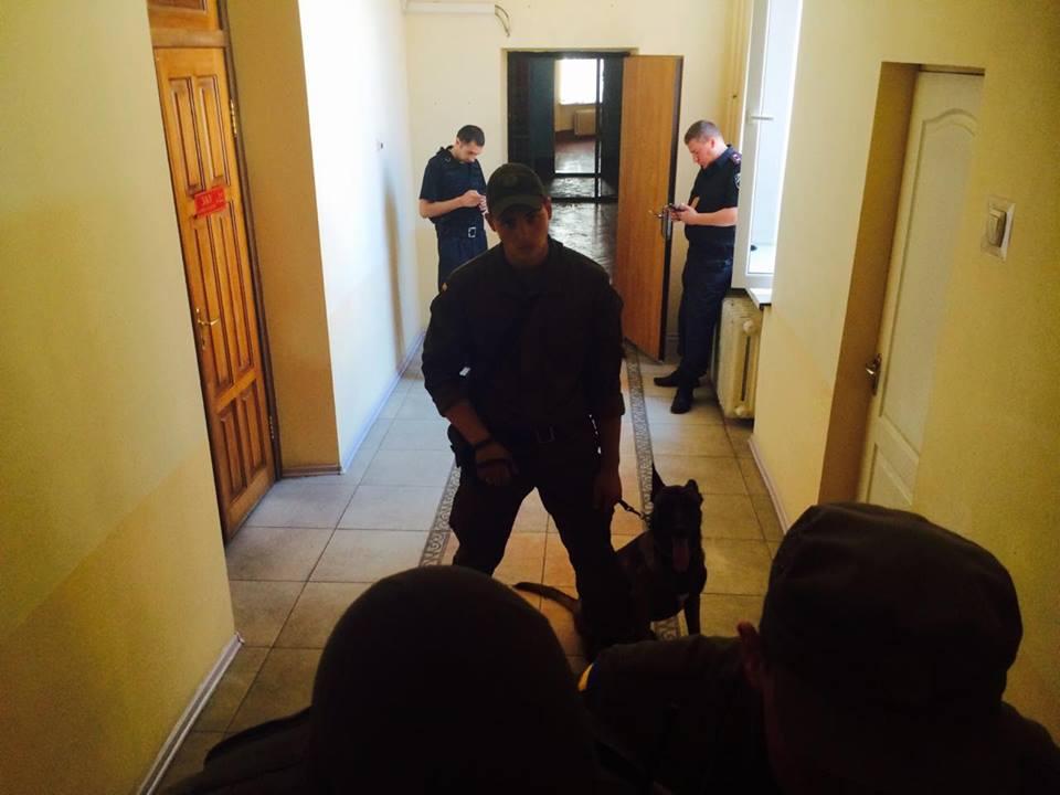 У Харкові автоматники не пускають журналістів на суд у справі екс-нардепа від КПУ  - фото 4