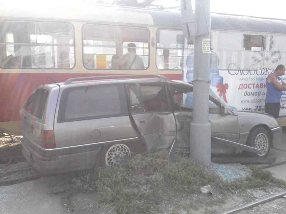 У Кернеса розповіли, чому трамвай притиснув іномарку  - фото 2