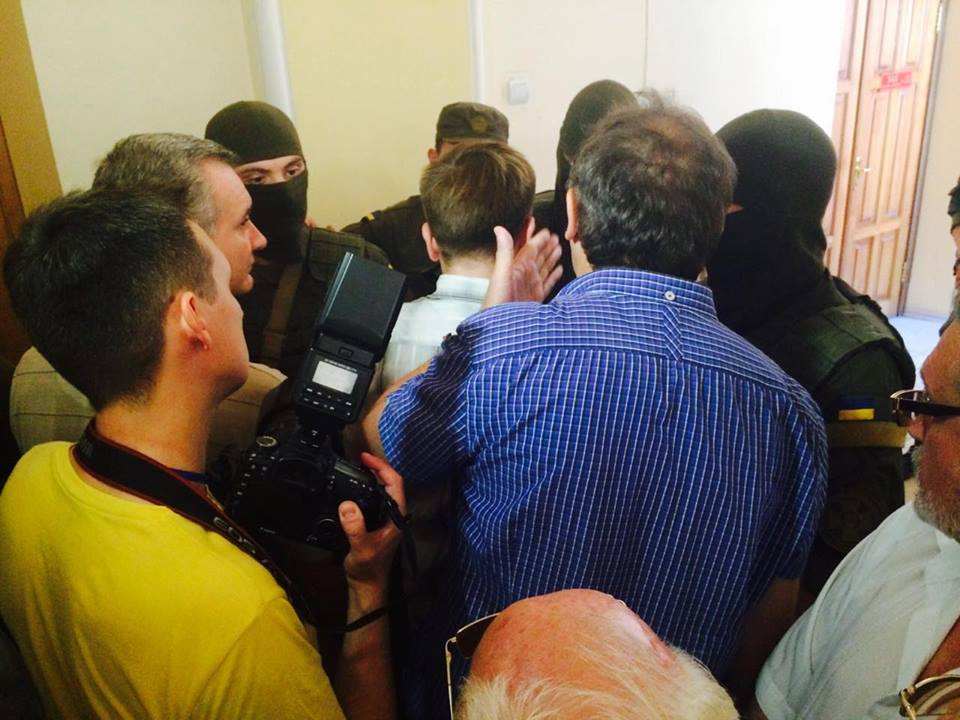 У Харкові автоматники не пускають журналістів на суд у справі екс-нардепа від КПУ  - фото 3
