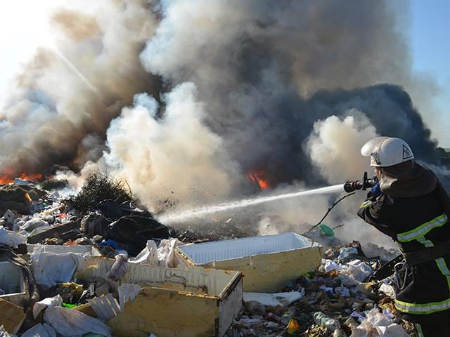 На Миколаївщині знов палало стихійне сміттєзвалище - фото 5