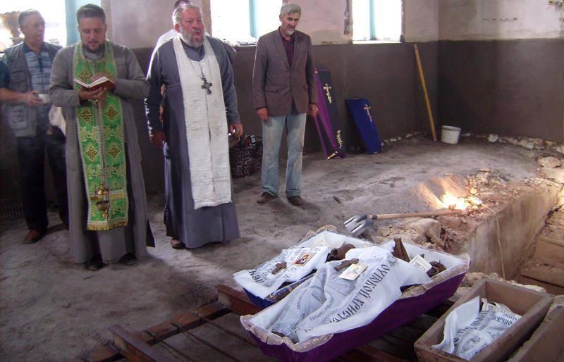 На Козятинщині  знашли пляшку з посланням та склеп з останками тіл (ФОТО) - фото 4