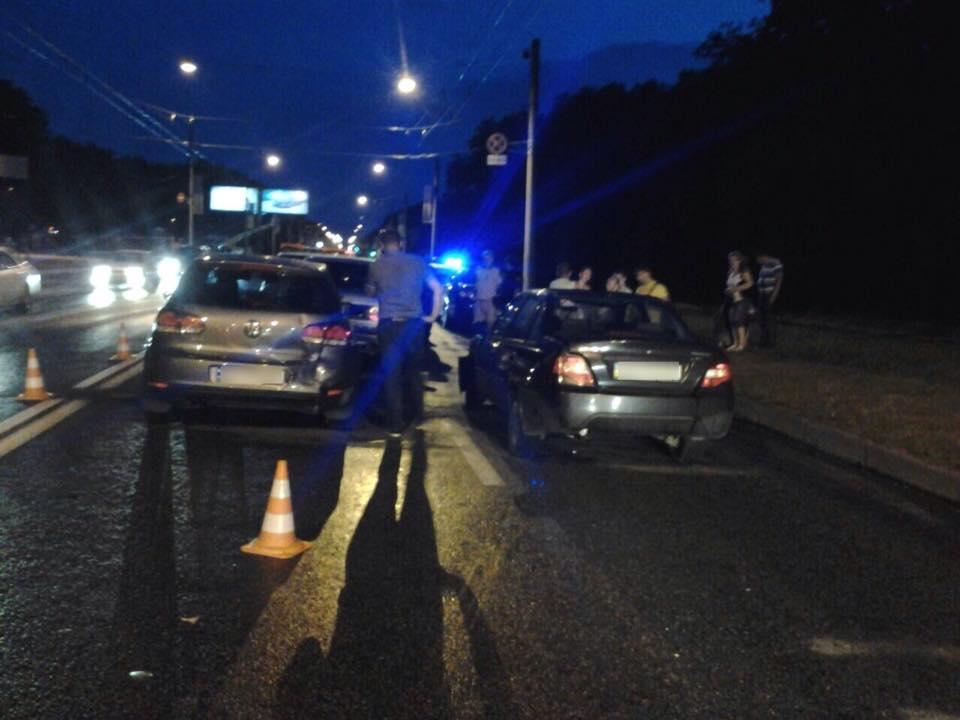 На Білгородському шосе водій влаштував аварію за принципом доміно  - фото 3