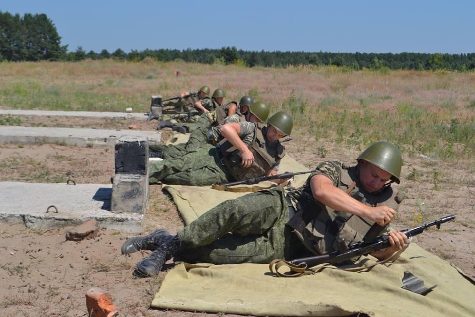 На Харківщині курсантам дали зброю та всадили у танки  - фото 2