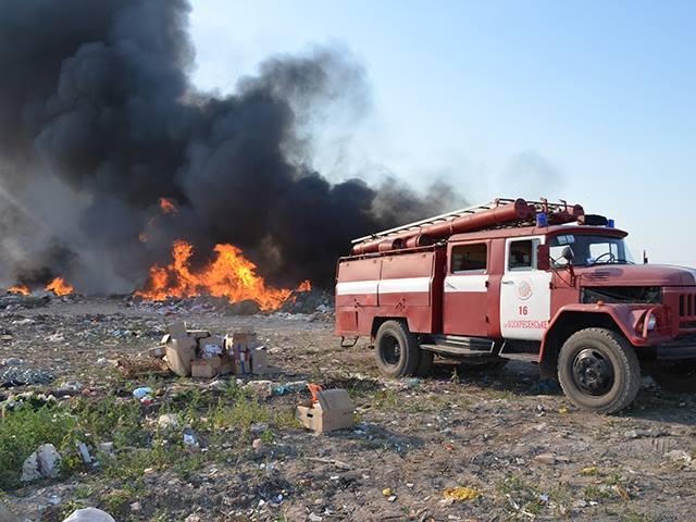 На Миколаївщині знов палало стихійне сміттєзвалище - фото 4