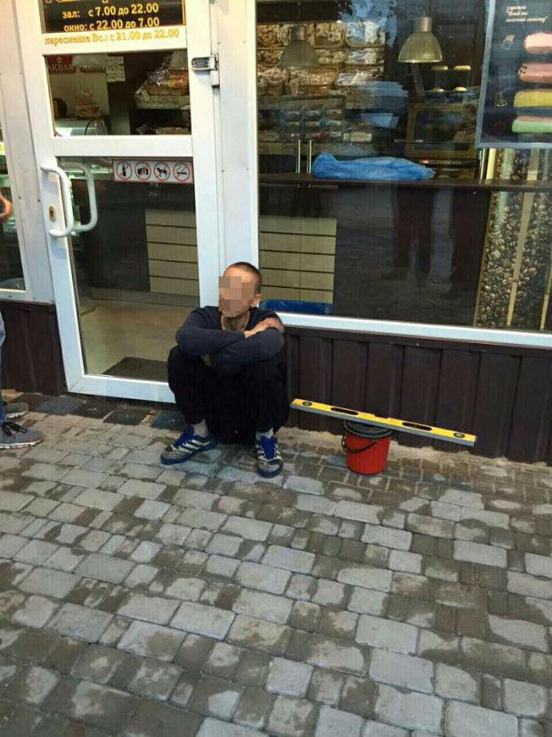 На Салтівці за підозрою у крадіжці з автомобіля затримали групу зловмисників - фото 2