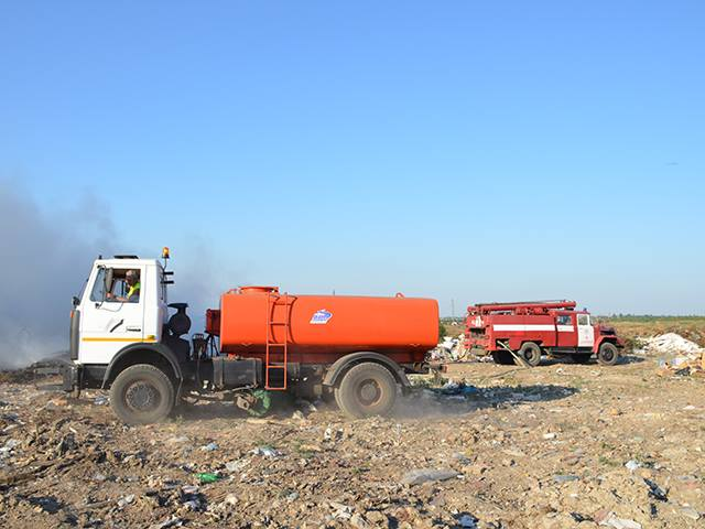 На Миколаївщині знов палало стихійне сміттєзвалище - фото 1