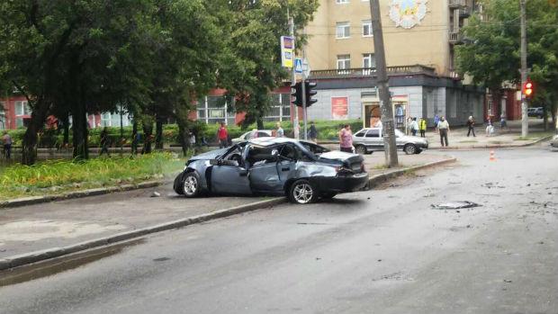 В районі ХТЗ легковик протаранив водовозку: дві людини госпіталізовані - фото 2