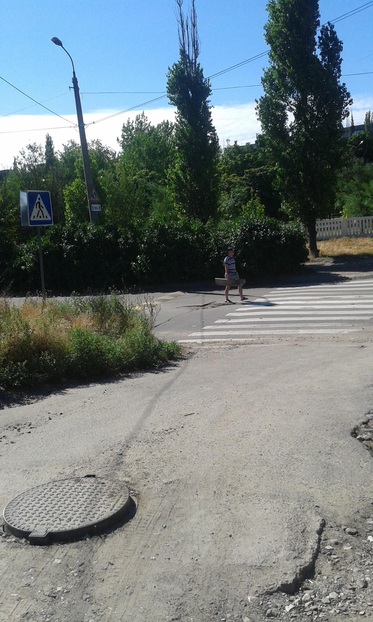 """У Миколаєві чоловік намагався вкрасти знак """"зебри"""" - фото 1"""