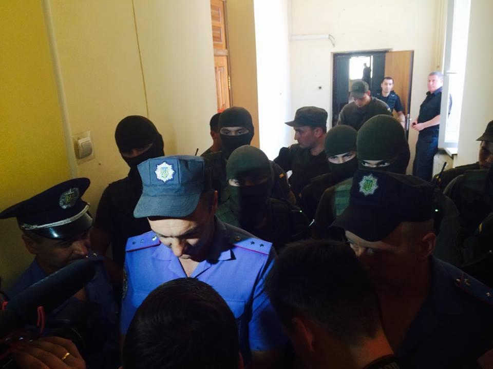 У Харкові автоматники не пускають журналістів на суд у справі екс-нардепа від КПУ  - фото 1