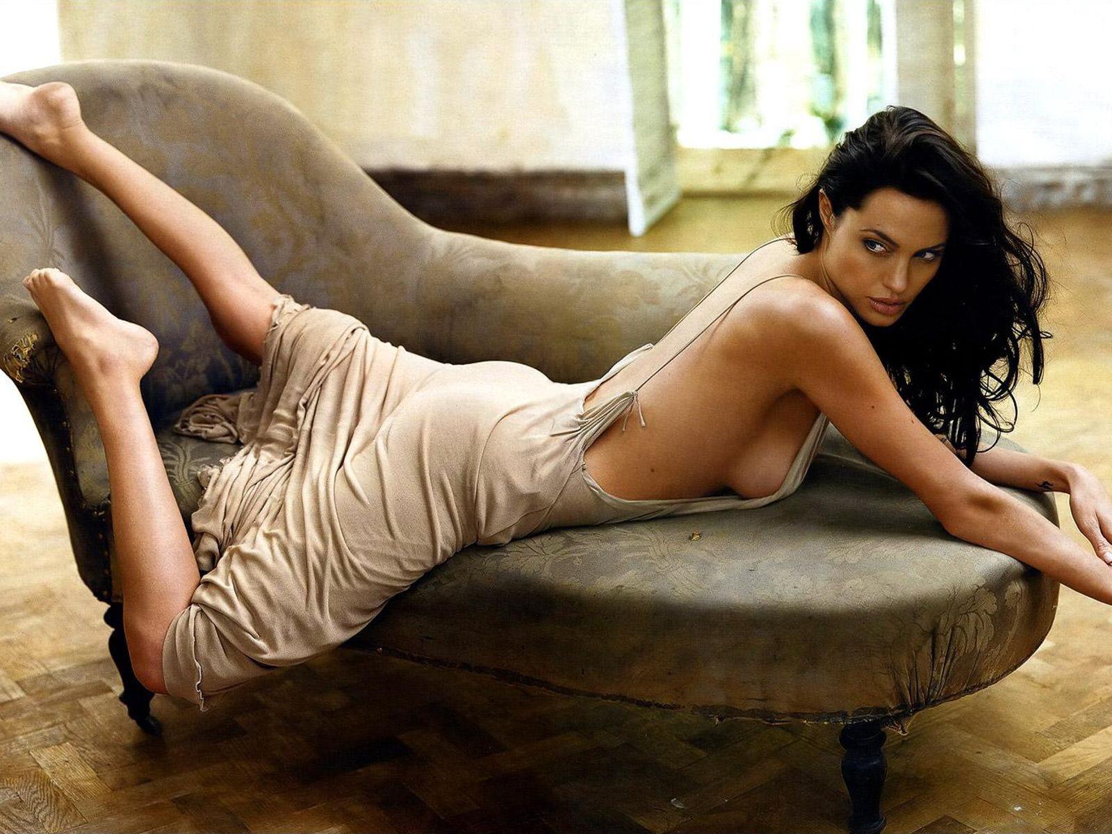 Кожній країні по Анджеліні: Як виглядають двійники Анджеліни Джолі - фото 13