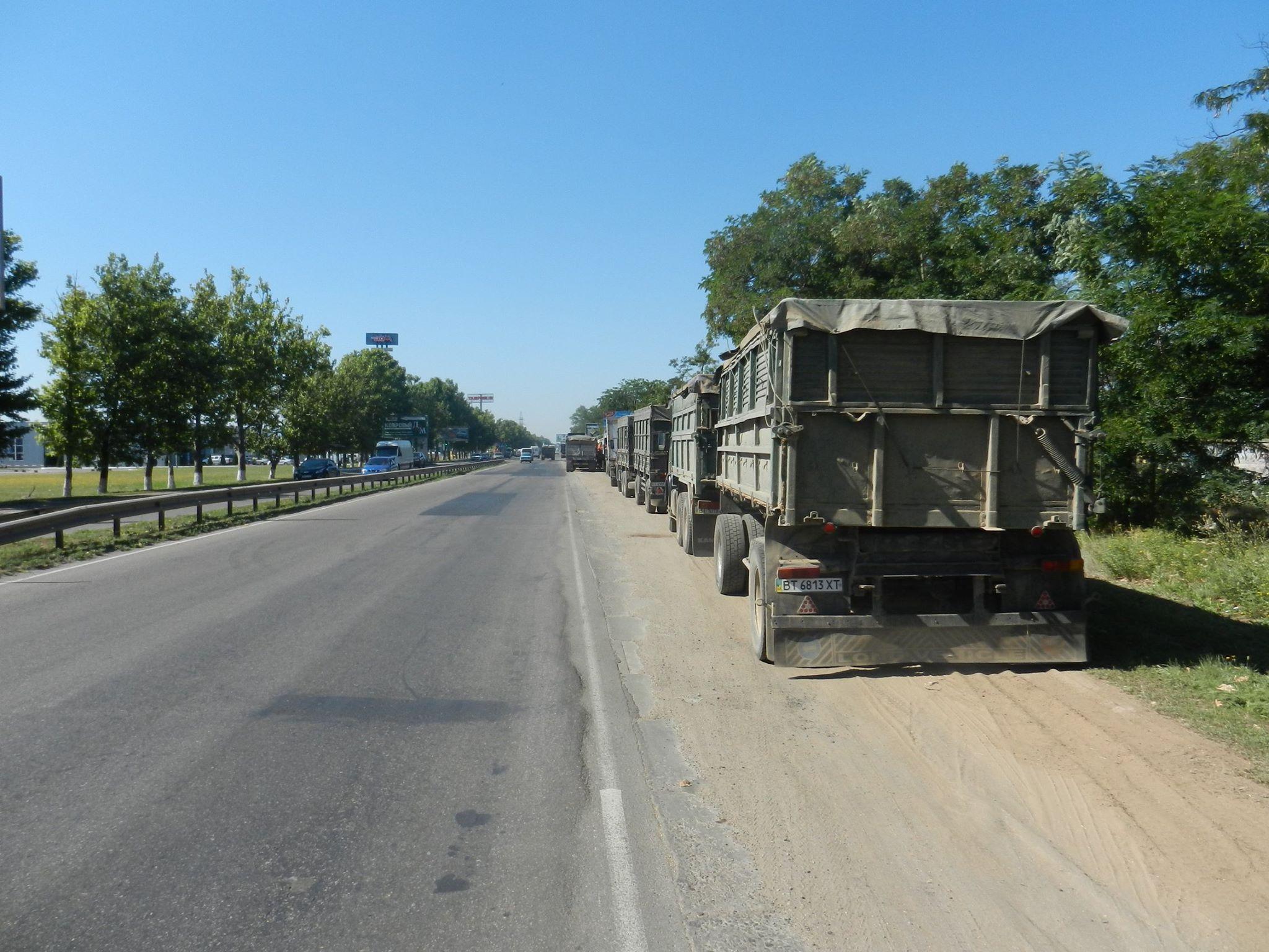Миколаїв повністю закрили для фур - фото 1