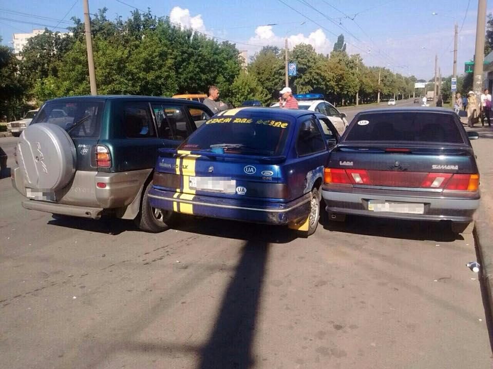 У Харкові три авто не поділили перехрестя  - фото 2