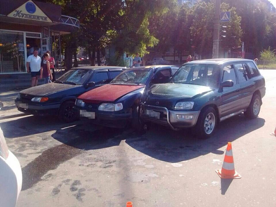 У Харкові три авто не поділили перехрестя  - фото 1