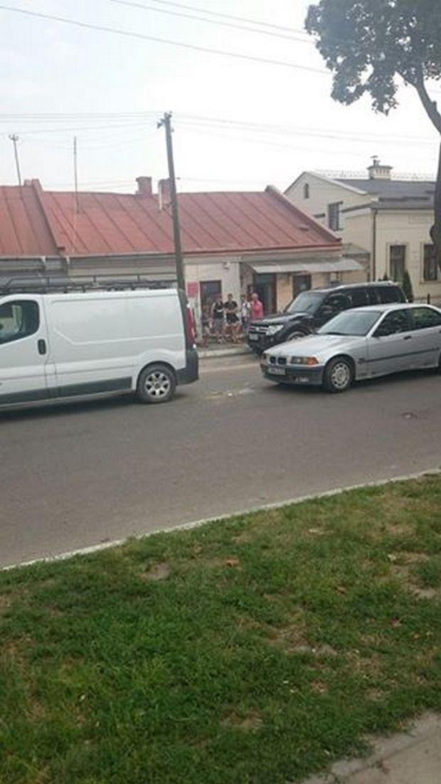 """Як у Жовкві """"поцілувались"""" автомобілі (ФОТО) - фото 1"""
