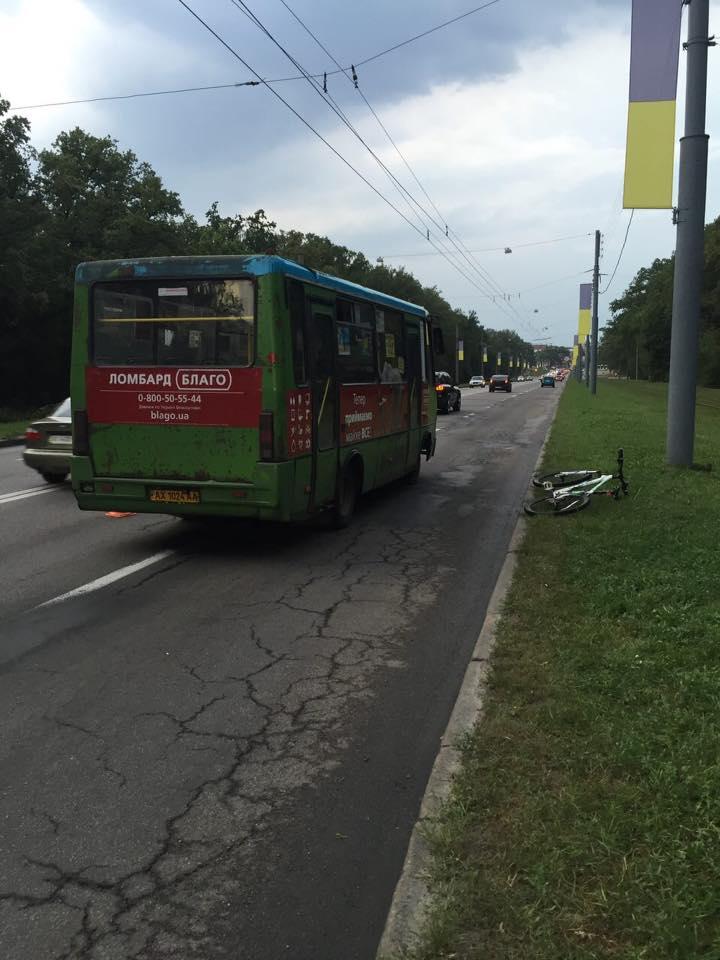 У Харкові водій маршрутки переїхав велосипедиста - фото 1