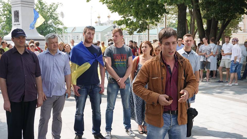 """У Харкові через злиття з Опоблоком лідери та активісти """"Батьківщини"""" спалили партійні квитки - фото 2"""