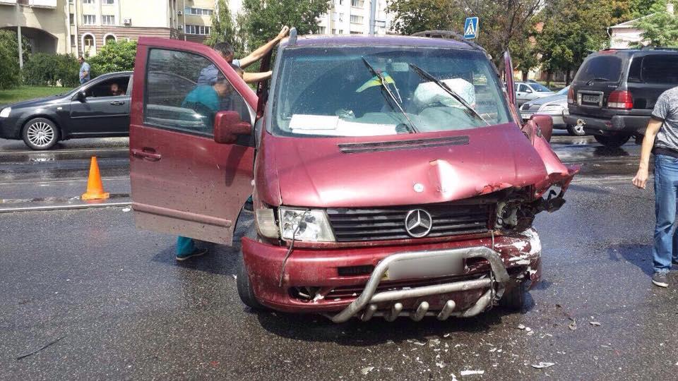 У Харкові зіткнулися авто: постраждали чотири людини  - фото 2