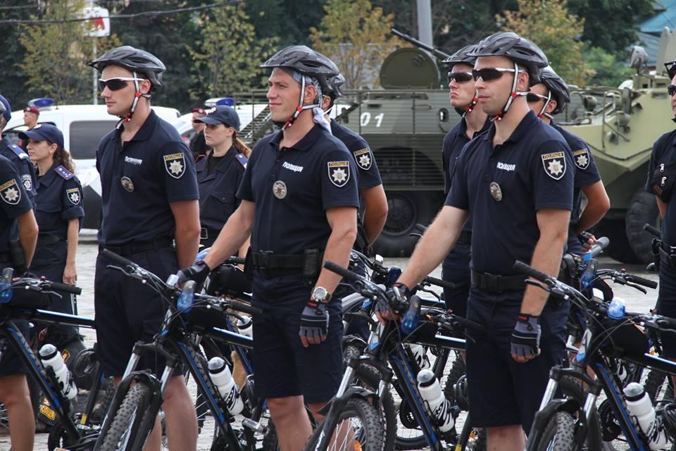 У Харкові з'явилися копи на велосипедах  - фото 5