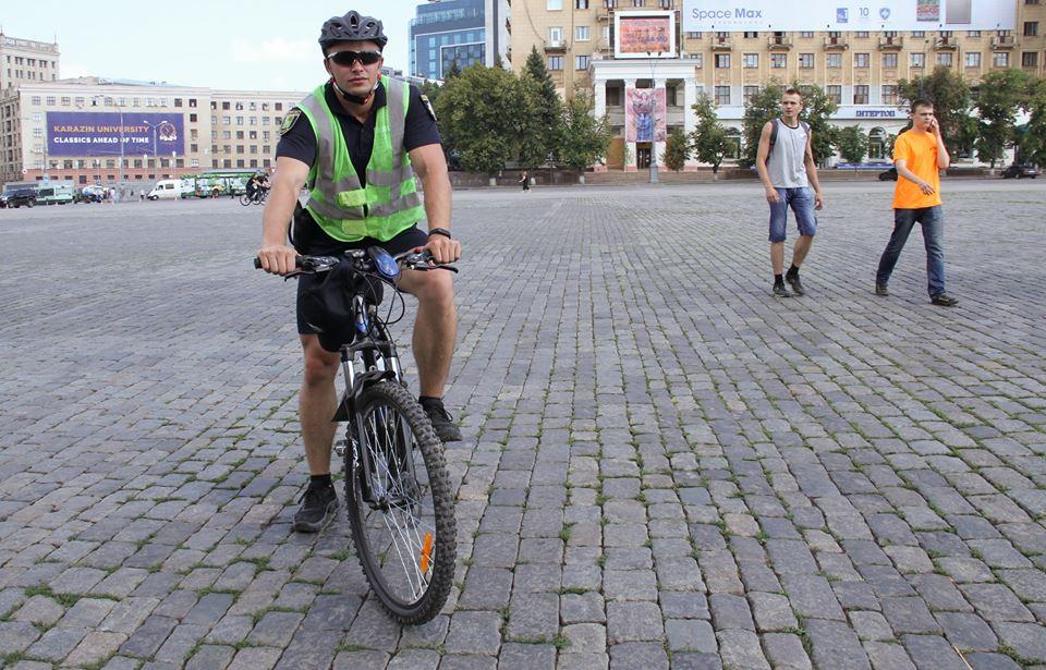 У Харкові з'явилися копи на велосипедах  - фото 4