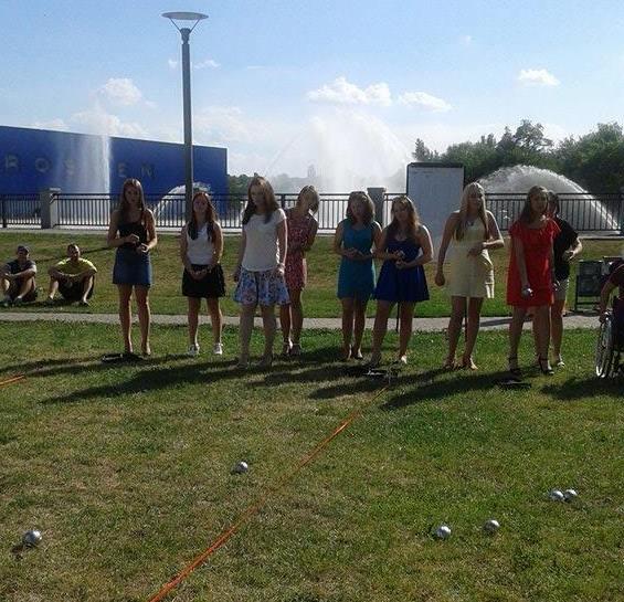 У Вінниці дівчата на підборах зіграли у петанк - фото 6
