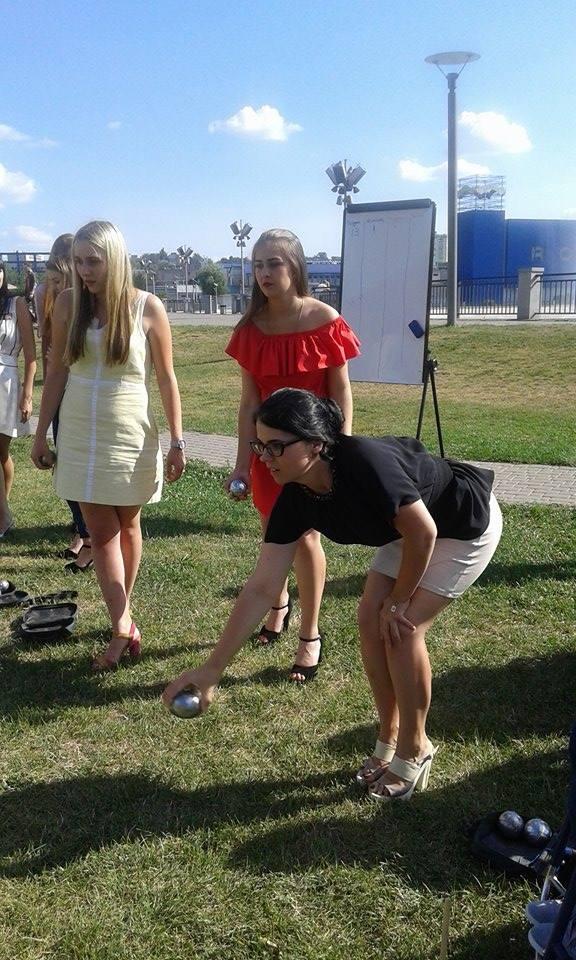 У Вінниці дівчата на підборах зіграли у петанк - фото 5