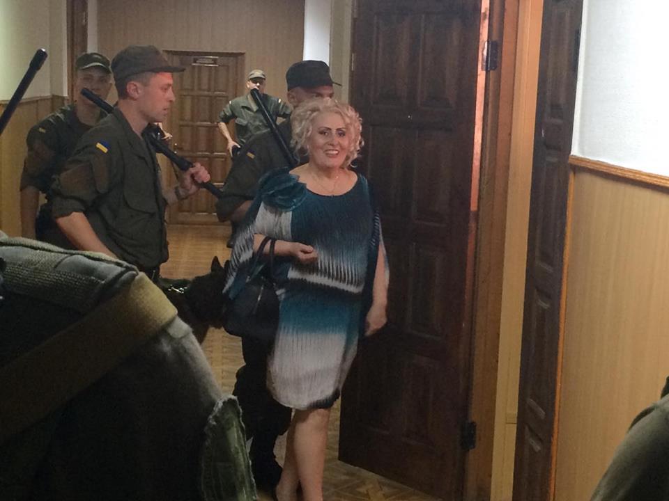 Штепа прийшла на власний суд з повітряним поцілунком - фото 3