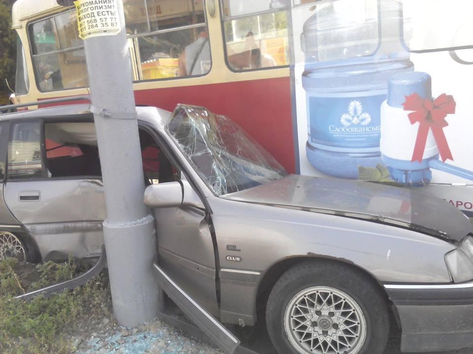 У Кернеса розповіли, чому трамвай притиснув іномарку  - фото 1