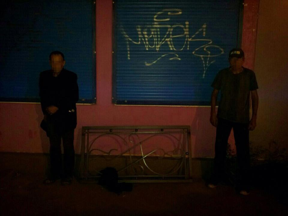 На Харківській набережній спіймали крадіїв-вандалів - фото 1