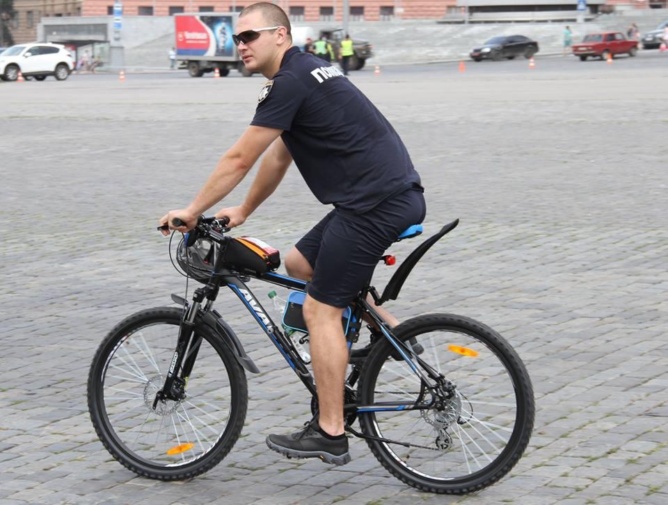 У Харкові з'явилися копи на велосипедах  - фото 3