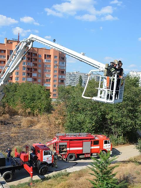 Миколаївські рятувальники відточували майстерність спасіння людей з висоток - фото 1