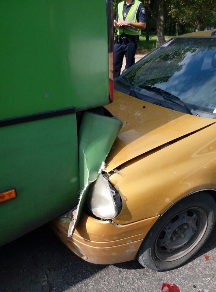 У Харкові водій влаштував ДТП з маршруткою  - фото 1